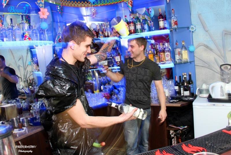 Официант в ночной клуб симферополь ночные клубы самаре афиша